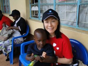鈴木とMVPの支援を受けた子ども(2014年秋)