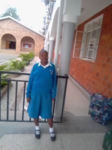 制服姿のTuryahabwe Evalineさん