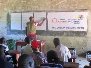 教員向けセミナーで先生方に講義するTPO Ugandaの臨床心理士